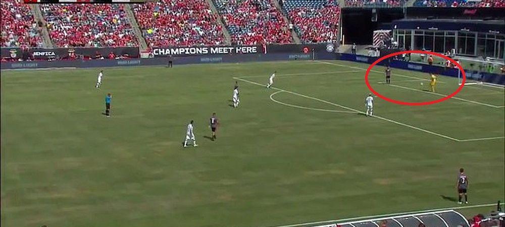 Portarul Benficai REINVENTEAZA modul in care se repune mingea! Arbitrul l-a AVERTIZAT sa nu incerce in meciurile oficiale. VIDEO