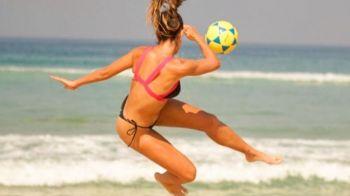 """Ea este """"regina de pe plaja""""! L-a lasat masca pe Ronaldinho si l-a batut intr-un meci pe Neymar! Cine este femeia prezentata de site-ul FIFA"""