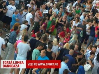Majoretele au blocat aeroportul Otopeni! Calatorii au dansat cu fetele: ce s-a intamplat