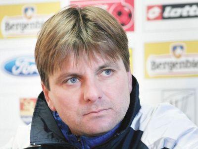 """Dusan Uhrin, 90% noul antrenor al lui Dinamo! Pentru ce salariu s-au inteles cele doua parti; """"cainii"""" au oficializat despartirea de Neagoe"""