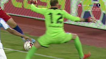 De ce NU trebuia sa primeasca FCSB penalty cu Iasi! Mingea a fost trimisa de Popescu spre Gikiewicz din SPATELE liniei portii