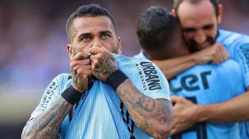 Dani Alves a dat gol la debutul in tricoul lui Sao Paolo si i-a innebunit pe brazilieni! La 36 de ani, Alves a ajuns sa fie ATACANT: VIDEO