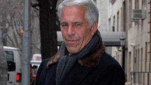 """Scandalul Epstein: """"doamna de casa"""" a magnatului pedofil instruia fetele cum sa """"ofere placere"""""""