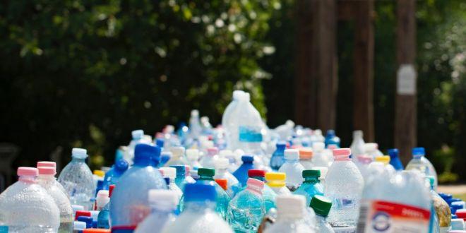 Ploua cu plastic. Oamenii de stiinta au descoperit particule din microplastic in picaturile de ploaie