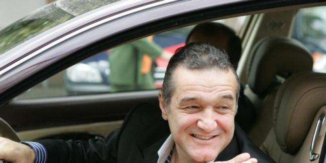 Gigi Becali, OPRIT DE POLITIE in timp ce vorbea la PRO X! Moment fabulos! Ce i-a spus agentului care l-a tras pe dreapta: VIDEO