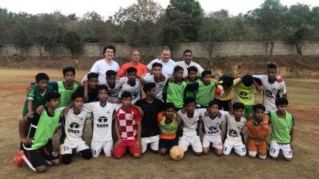 Ce a facut Christoph Daum in 2019? A jucat pentru FC Diabetologie, a antrenat in Bhubaneswar si a facut yoga la Bangalore