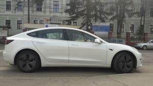 Romanii pot sa comande automobile Tesla. Cat costa si de unde se ridica masina