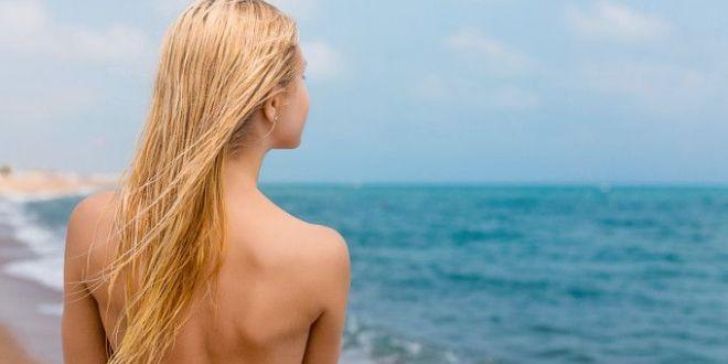 Nudistii, victime preferate ale hotilor. Zeci de turisti au ramas fara hainele de pe plaja