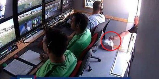 Moment fabulos in camera VAR! :)) Ce s-a intamplat in timpul unui meci din Grecia: arbitrii video nu stiau ca sunt filmati