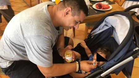 Ionel Ganea este bunic la 45 de ani. El ii spune nepotului  Ganezu 3  si vrea sa il faca tot fotbalist. FOTO