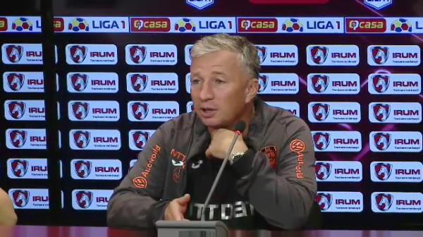"""""""Cati sunteti? 3? In China nu era nimeni! Vorbeam singur!"""" :)) Faza GENIALA cand Petrescu a intrat in sala de conferinta dupa CFR - Botosani"""