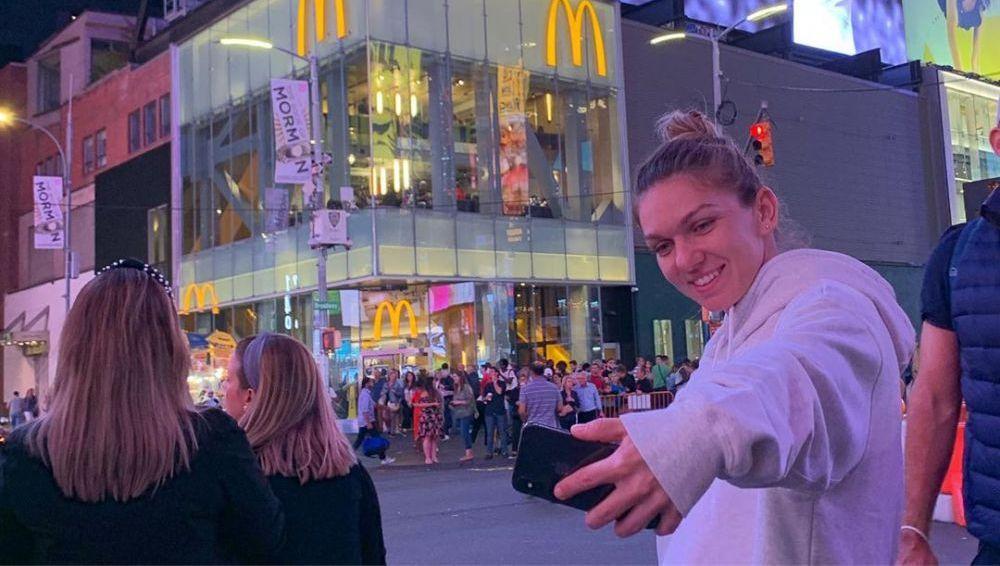 SURPRIZA URIASA pentru Simona Halep in Times Square! Romanca, surprinsa intr-o imagine memorabila dupa meciul cu Gibbs: