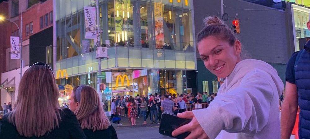 "SURPRIZA URIASA pentru Simona Halep in Times Square! Romanca, surprinsa intr-o imagine memorabila dupa meciul cu Gibbs: ""Eroina noastra!"" FOTO"