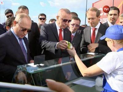 Cine este in realitatea femeia care ii vinde inghetata lui Putin. Rusii au demascat-o
