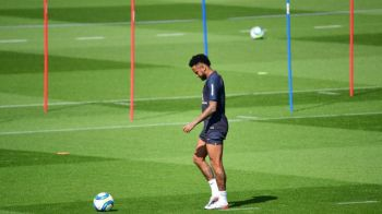 Neymar era convins ca va reveni la Barcelona in aceasta vara! Brazilianul si-a facut deja poza cu noul tricou al catalanilor: FOTO