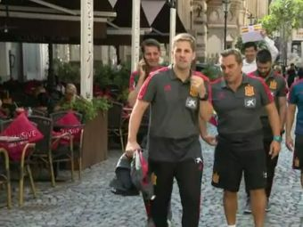Inainte de a inspecta terenul, Robert Moreno a inspectat Centrul Vechi :) Selectionerul Spaniei s-a relaxat inainte de meciul cu Romania   VIDEO