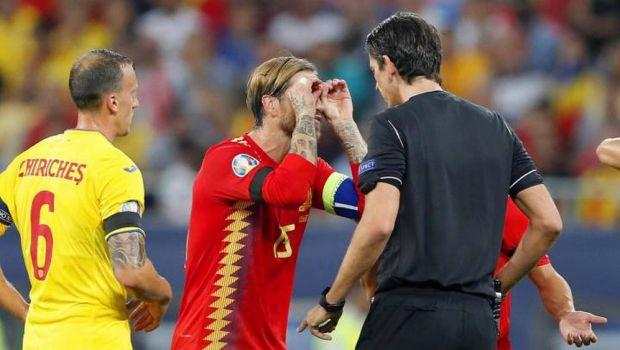 """ROMANIA - SPANIA 1-2: Sergio Ramos s-a dus peste arbitru la pauza! Spaniolii, scandalizati: """"Si-a cerut scuze!"""" Acuzatiile ibericilor"""