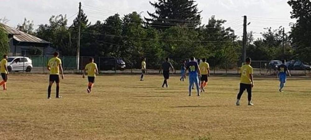Scene TERIBILE la un meci din Romania: arbitrul si jandarmii, luati la bataie de jucatorii si fanii echipei gazda! De la ce a pornit RAZBOIUL