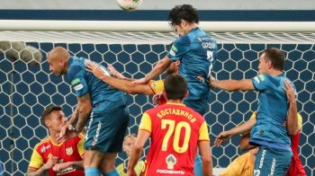 Scene incredibile la fosta echipa a lui Mircea Lucescu! A refuzat sa fie schimbat, colegii l-au scos cu forta din teren | VIDEO
