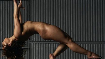 Mica  Nadia  a pozat dezbracata! Gimnasta care a primit nota 10 a aparut in ESPN Body Issue. FOTO