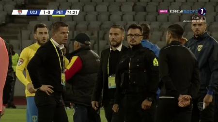 U CLUJ - PETROLUL 4-0   Flavius Stoican a facut SCANDAL la CLUJ! A protestat vehement la adresa arbitrilor! Scene HALUCINANTE pe Cluj Arena! FOTO