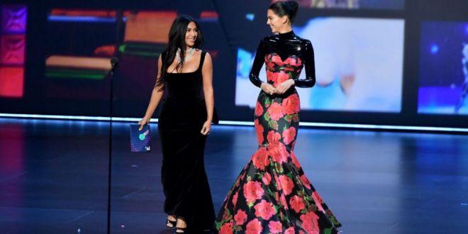 Surorile Kardashian, UMILITE la premiile Emmy. Momentul care a starnit hohote de ras. GALERIE FOTO