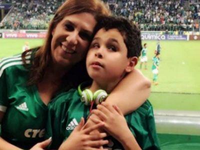 Ii POVESTESTE meciurile copilului ei orb si nu rateaza nicio partida! Povestea fantastica a acestei mame care a fost premiata cu Messi si Klopp