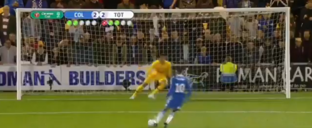VIDEO   E cel mai slab penalty din istorie?! Vezi executia incredibila din meciul Colchester - Tottenham