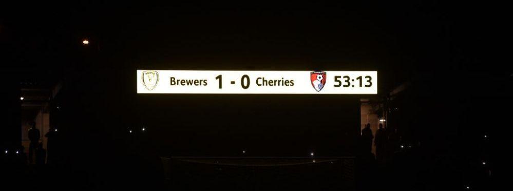 In Anglia ca in Giulesti :)! Meciul de cupa dintre Burton si Bournemouth a fost intrerupt de trei ori din cauza nocturnei