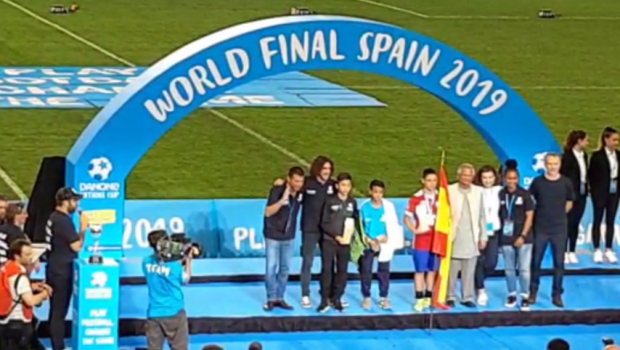 Un roman a fost ales jucatorul turneului la Danone Nations Cup! Doua echipe din Romania au jucat la Barcelona!