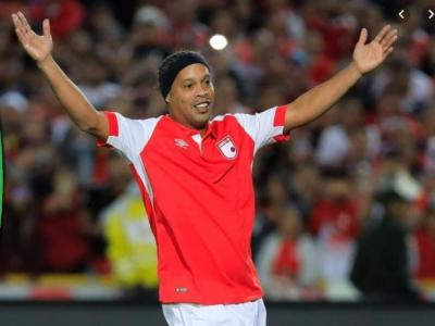 Forma e temporara, clasa e permanenta! La 39 de ani, Ronaldinho a ridicat un intreg stadion in picioare cu o singura atingere a balonului: VIDEO
