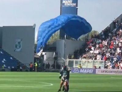 VIDEO   Moment amuzant la meciul lui Inter! Un parasutist a aterizat pe teren chiar inainte ca Lukaku sa execute un penalty: cum s-a terminat totul