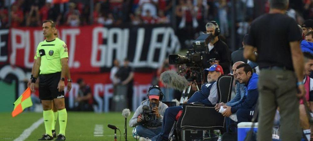 DEMN DE GAME OF THRONES! Cei de la Newell's nu l-au lasat pe Maradona sa stea pe banca tehnica! De unde a privit antrenorul argentinienilor meciul