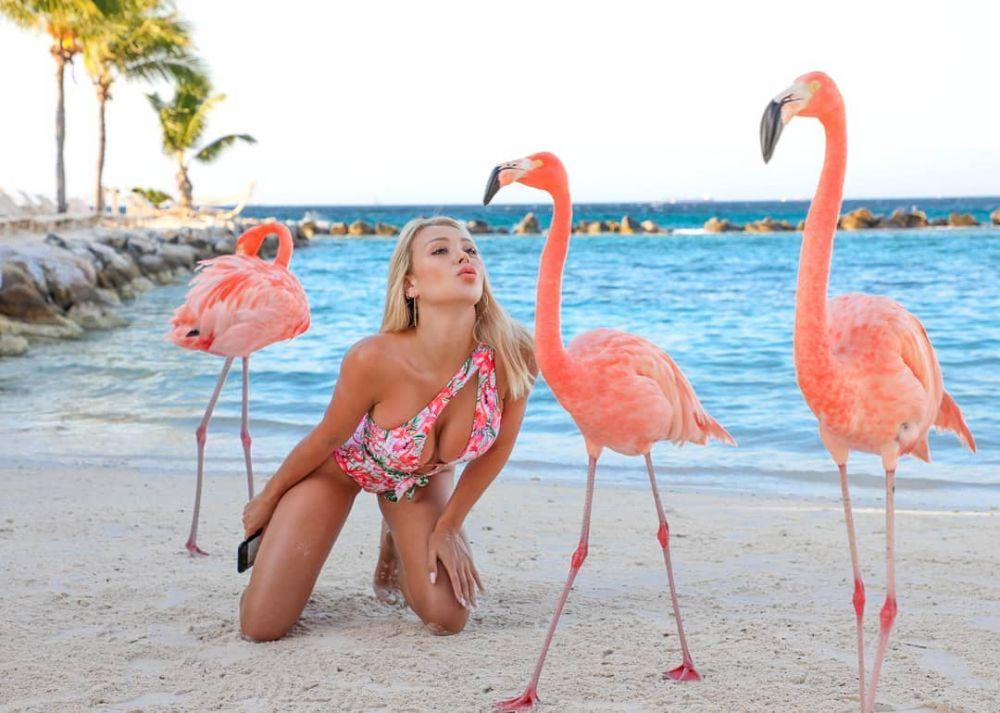 DE SENZATIE! Modelul Playboy a RENUNTAT la costumul de baie pe plaja, de fata cu toata lumea! VIDEO INCENDIAR