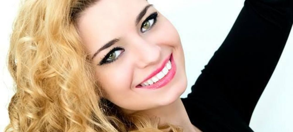 FOTO | Cu ce ocupa in viata reala cea mai sexy finalista a Vocei Romaniei! Nu are studii muzicale, dar a terminat una dintre cele mai grele facultati din Romania