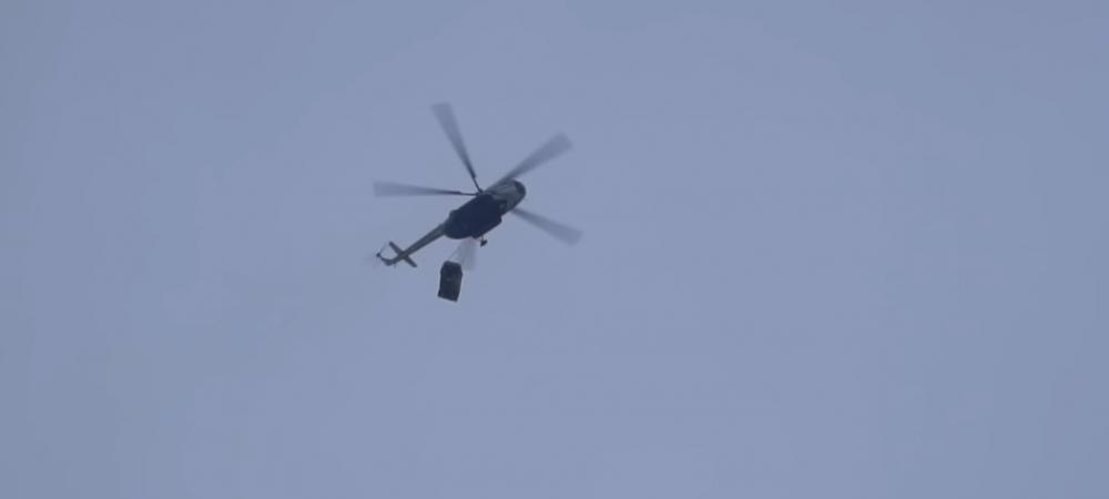 S-a pus pe scaun, si-a desfacut o Cola, a luat popcornul in mana, apoi si-a aruncat masina de 250 000 de euro din elicopter de la 300 de metri! VIDEO incredibil