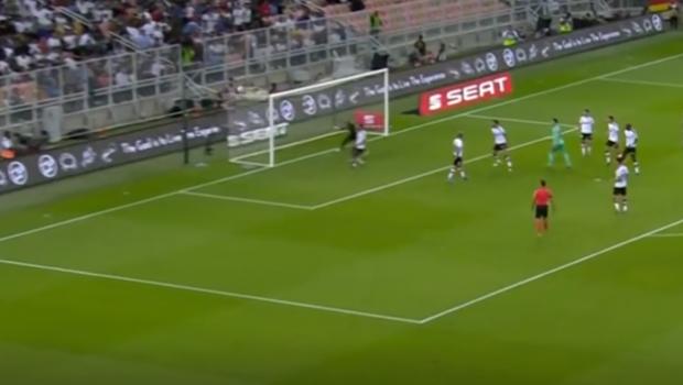Kroos scoate tot ce-i mai bun din romanii de nationala! TOTI sunt de Real Madrid! :) Dupa Budescu si Marin, Maxim a dat si el gol din corner