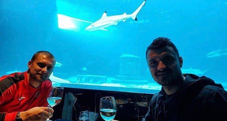 """E apa minerala in pahare. Asa-i Gabita?"" Tamas si Budescu au facut poza zilei in cantonamentul din Antalya! Reactiile fanilor sunt FABULOASE"