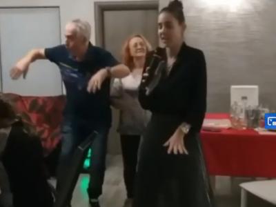 VIDEO EPIC! Buzarnescu a facut show alaturi de parinti la o petrecere de familie!