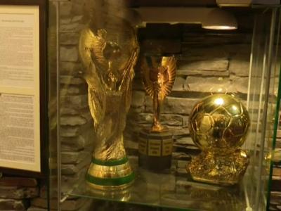 Le-au adus CUPA MONDIALA si BALONUL DE AUR la stadion! Ce surpriza URIASA au avut stelistii cand au ajuns la meci