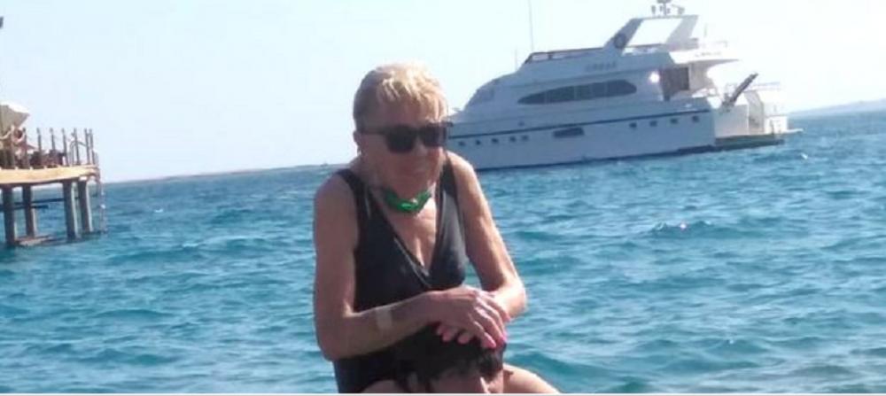"""Are 80 de ani si se iubeste cu un barbat cu 45 de ani mai tanar! Babuta NEBUNA dupa iubire: """"Sigur nu umbla dupa banii mei!"""" Cum arata impreuna"""