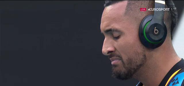 Kyrgios, in lacrimi in meciul cu Nadal! Sportivul australian a intrat in teren cu tricoul lui Kobe Bryant si a izbucnit in plans! VIDEO