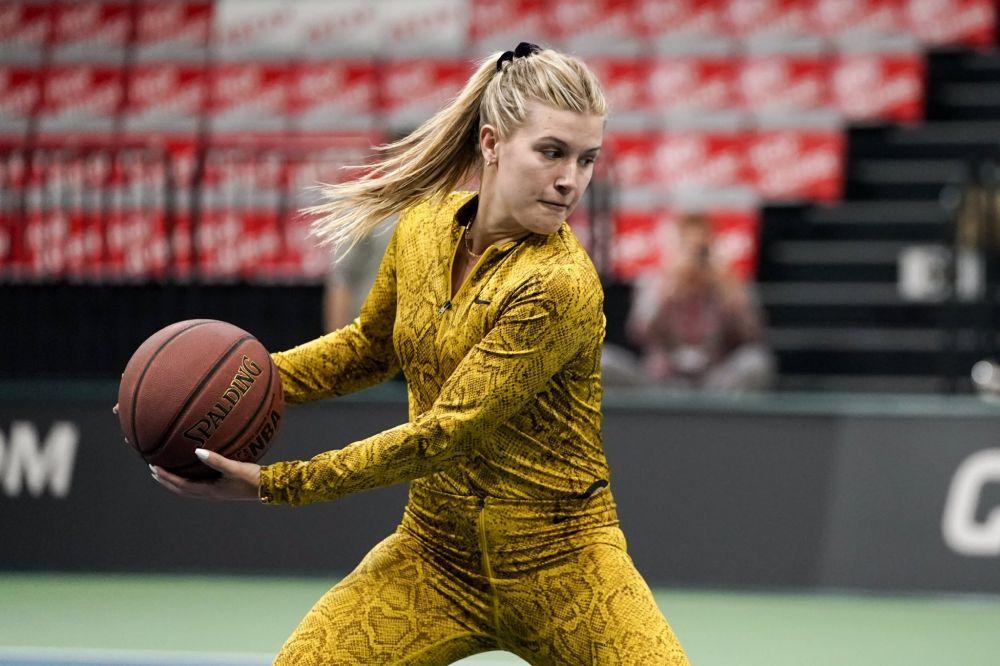 Eugenie Bouchard costum piele de sarpe Fed Cup antrenament