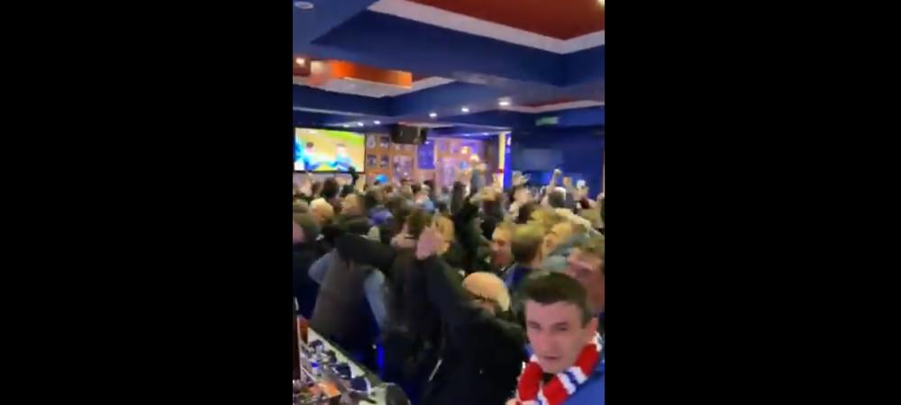 Fanii care n-au prins bilet la meci au sarbatorit golurile lui Ianis Hagi in barul de langa Ibrox! Reactia absolut INCREDIBILA a fanilor dupa golul victoriei