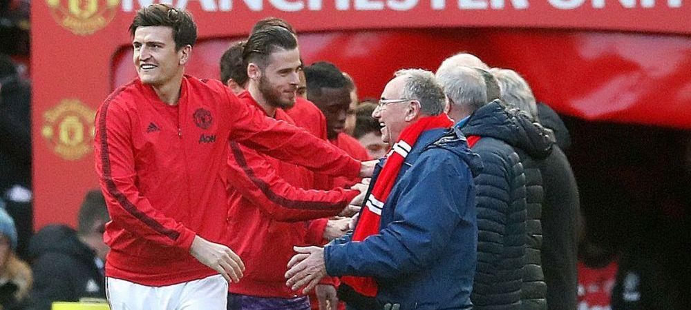 Jucatorii lui Manchester United nu au mai iesit pe teren de mana cu copii, ci cu batrani, pentru o campanie incredibila a clubului