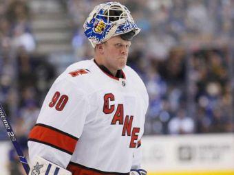 Poveste de Hollywood: l-au luat de pe masina de curatat gheata si a debutat in NHL la 42 de ani