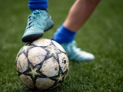 BREAKING NEWS: fotbalul nu va mai fi NICIODATA la fel! Decizie ISTORICA luata in Anglia: pustii pana la 12 ani nu mai au voie sa dea in minge cu capul