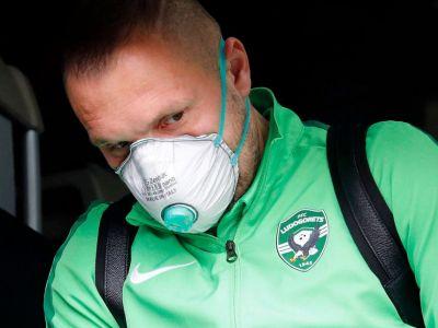 TREMURA din cauza coronavirusului! Mai aveau putin si isi puneau masti de GAZE! Cum au aparut romanii de la Ludogoret pe aeroportul din Milano de frica epidemiei ucigase! VIDEO