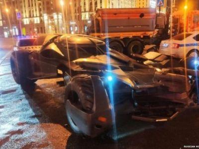A iesit cu Batmobile-ul pe strada si politia i-a CONFISCAT masina si l-a arestat! Anunt de ultima ora