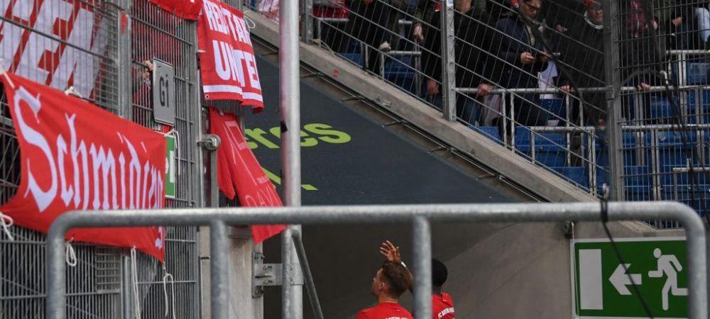 SCENE IREALE! Fanii lui Bayern au afisat un mesaj catre seful lui Hoffenheim, iar jucatorii au mers sa-i implore sa-l dea jos! Echipele au pasat intre ele in semn de protest